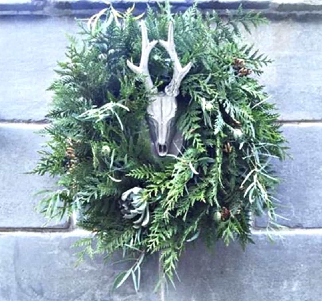 Beautiful & easy to make natural green holiday wreath by Swoon Talent's DIY expert Monica Hart