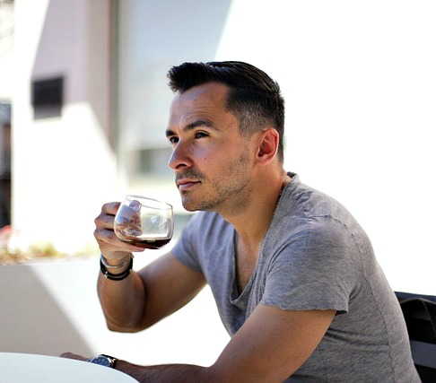 Miami native Eddie Zamora is a social influencer, home cook & TV host - Swoon Talent