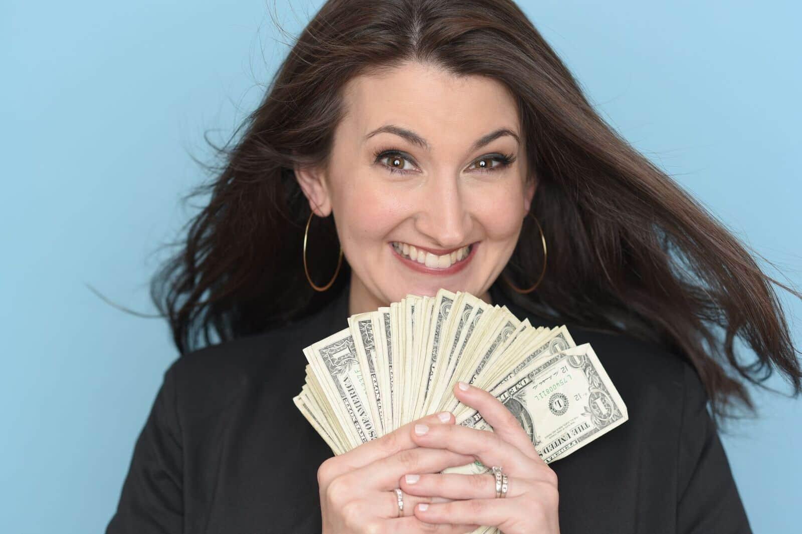 Swoon Talent's on-camera frugal living expert Lauren Greutman