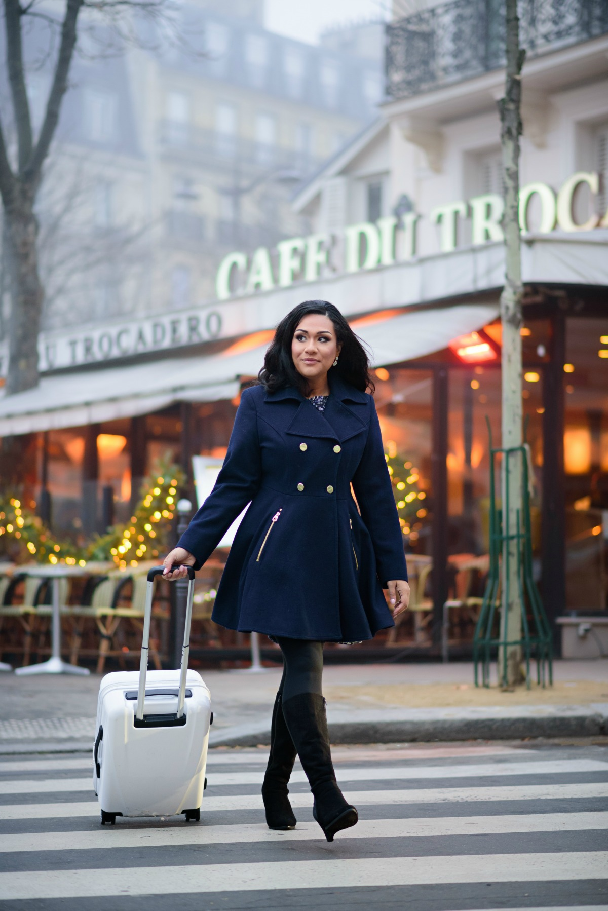 Swoon Talent - On-camera travel expert Sandra McLemore on the streets of Paris