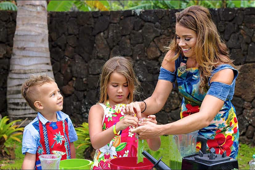 Hawaiian chef Amanda Smith with her two daughters